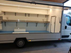 AGVM-aménagement-camion-de-marché-2-300x225